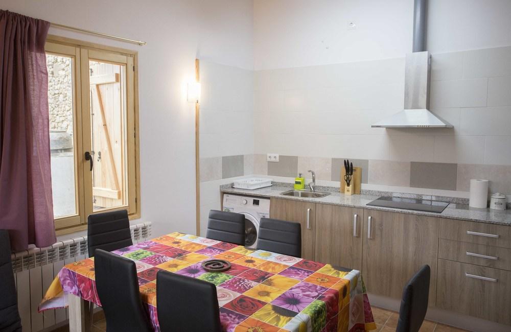 Comedor y cocina de los apartamentos de cuatro plazas