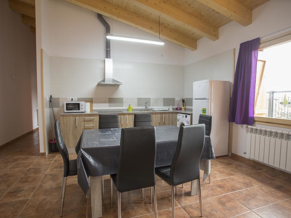 Menjador i cuina de l'apartament de sis places