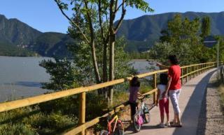 Imatge del camí que forma l'itinerari de natura de Vorejant Terradets